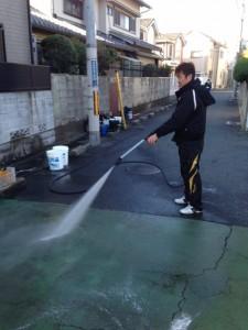 アスファルト温水ジェットで洗浄